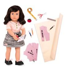 Our Generation - Olinda dukke med sytilbehør