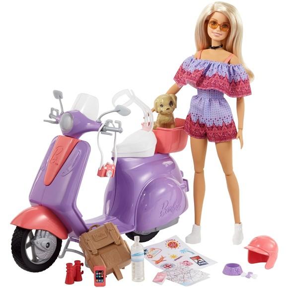 Barbie - Pink Passport - Barbie med Scooter (FNY34)